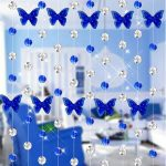 Красивые бабочки на шторах в дверном проеме