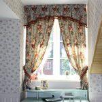 Шторы на мансардном окне в частном доме