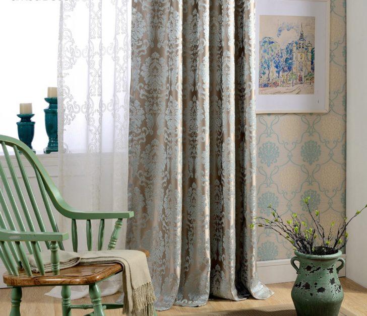 Плотные шторы и тюль с дамасским узором