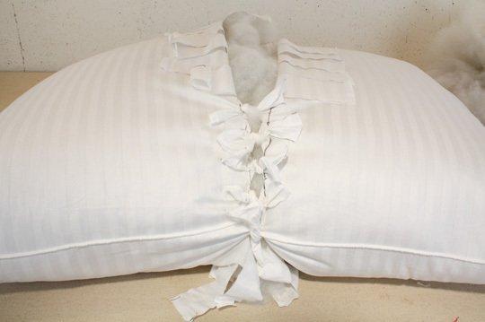 Одна большая подушка из двух маленьких
