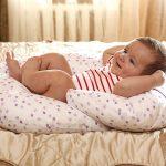 Такая подушка облегчит молодой мамочке уход за малышом