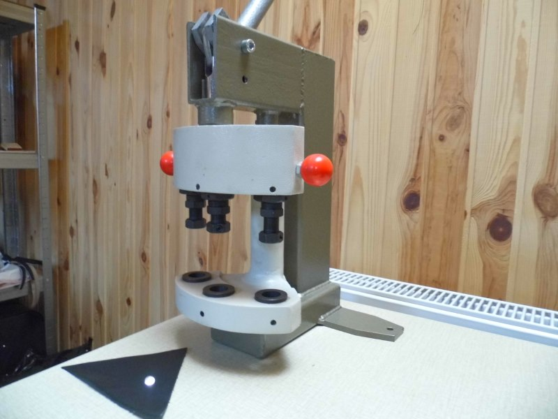 Ручной трехпозиционный пресс для установки металлической фурнитуры