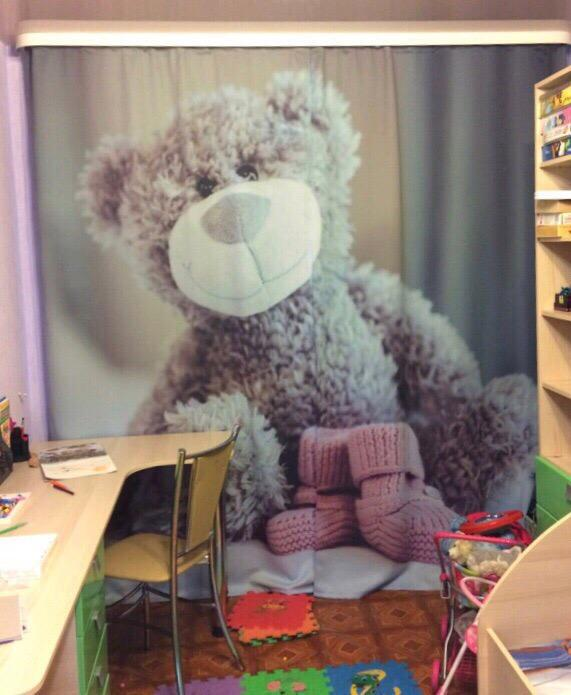 Занавеска в детской с реалистичным изображением плюшевой игрушки