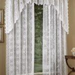 Декорирование окна тюлем с шитьем
