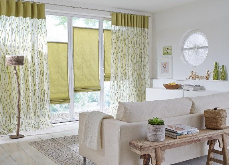 Оформление окна в гостиной эко стиля