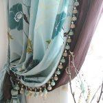 Декорирование занавески мятного цвета