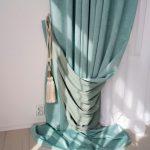 Стильный подхват для длинной шторы