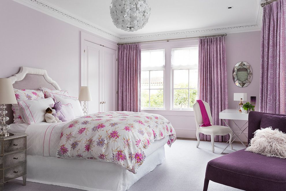Фиолетовые шторы в спальне для девочки