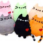 Велюровые подушки-котята с шариками внутри