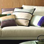 Велюровые полосатые подушки для гостиной