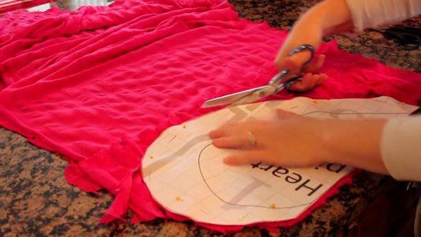 Вырезаем детали из ткани