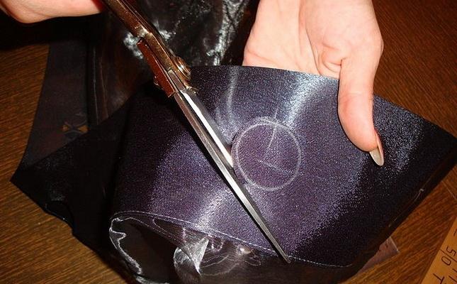 Вырезание отверстий на шторе под кольца креплений