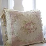 Вышивка подушки с кисточкой в стиле прованс