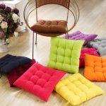 Яркие разноцветные подушки-сидушки