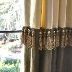 Деревянные бусины в бахроме на шторе