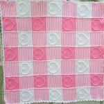 Бело-розовый полосатый детский плед для девочки