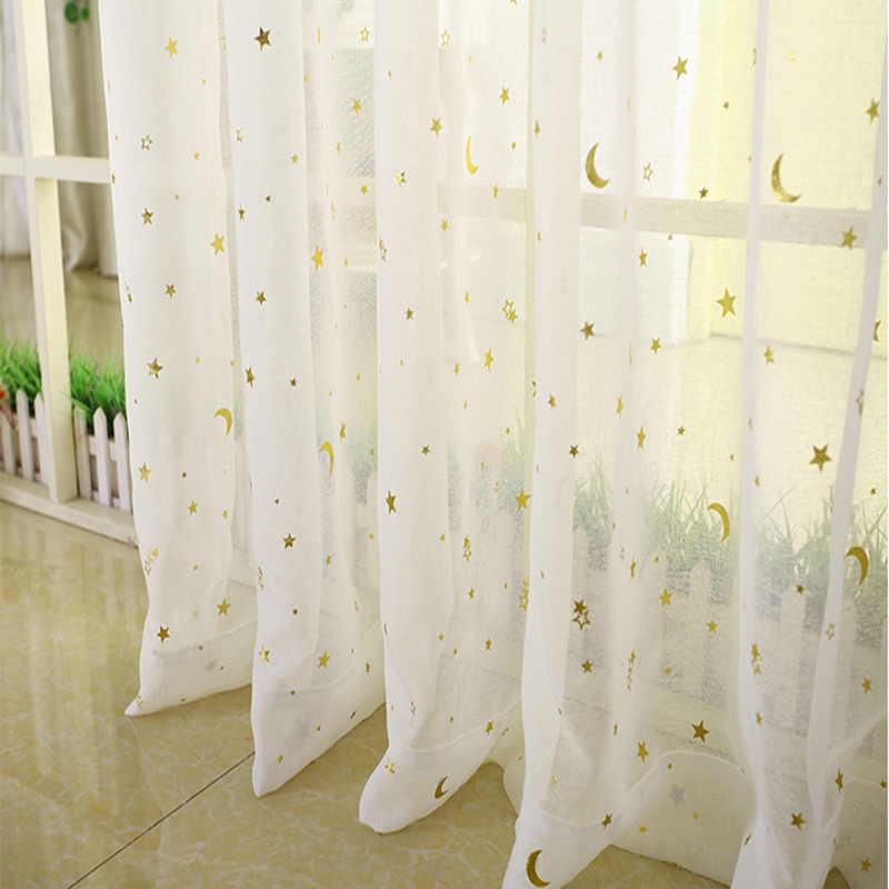 Белый тюль со звездами на окне в детской
