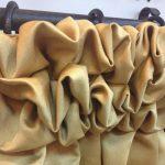 Буф на шторе из плотной ткани