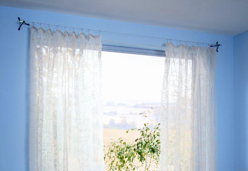 Полупрозрачная штора на струнном карнизе