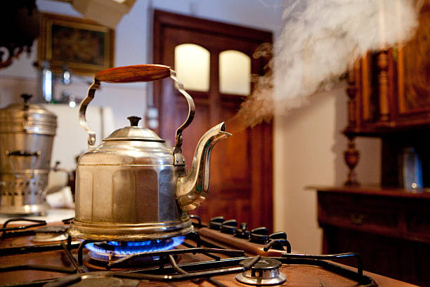 Кипячение чайника на газовой плите