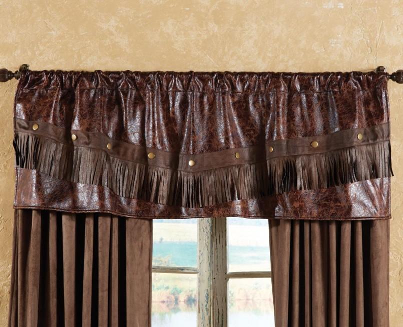 Кожаный ламбрекен на шторах из коричневой ткани