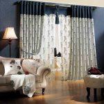 Красивые бело-синие шторы и тюль на люверсах