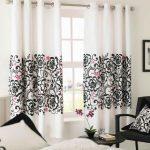Красивые шторы в гостиную на карнизе с люверсами
