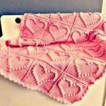 Красивый плед с сердечками в розовых тонах