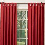 Красные шторы на петлях в гостиную