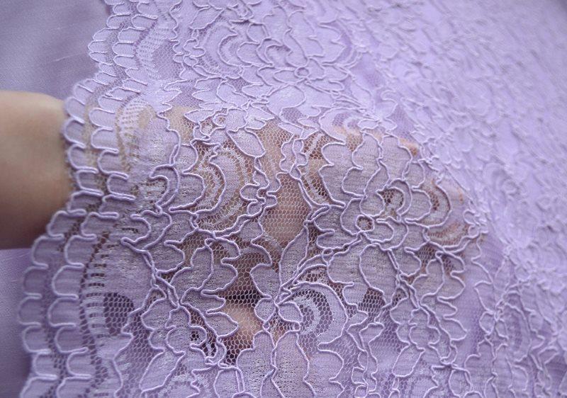 Полупрозрачная кружевная ткань с красивым рисунком