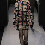 Модное платье из вязанных квадратов
