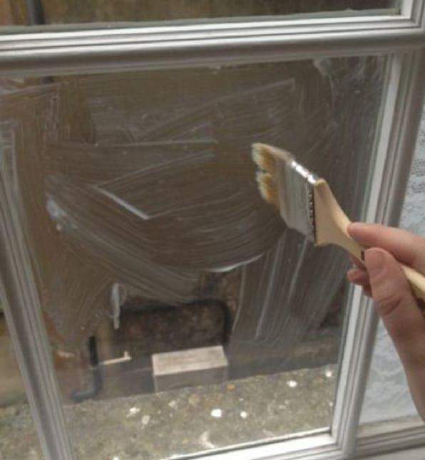 Нанесение клея на окна своими руками