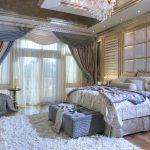 Нежный ламбрекен в пастельных тонах для спальни