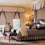 Общая штора с ламбрекеном на два окна в спальне