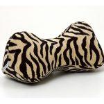 Подушка-косточка имеет очень удобную форму, которая плавно огибает контур головы