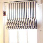 Полосатая штора на узкое окно на липучке