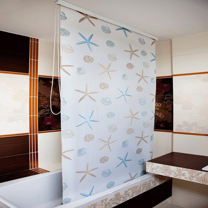 Штора рулонного типа в интерьере ванной
