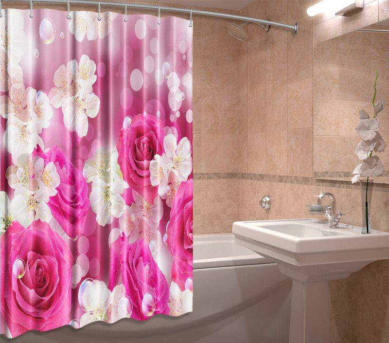 Крупные цветы на полотне занавески в ванной