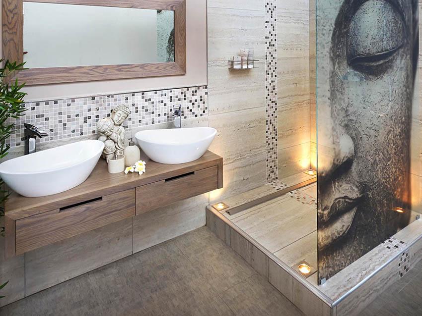 Стеклянная перегородка с фотопечатью в интерьере ванной