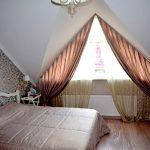 Шторы для спальни на треугольное окно мансарды