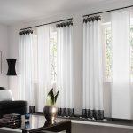 Белые шторы в современной гостиной