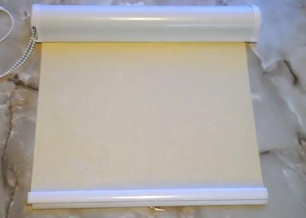 Сушка рулонной шторы после очистки мыльным раствором