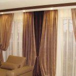Темные коричневые шторы в гостиную на два окна
