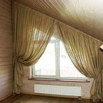 Трапецевидное окно с ассиметричными шторами