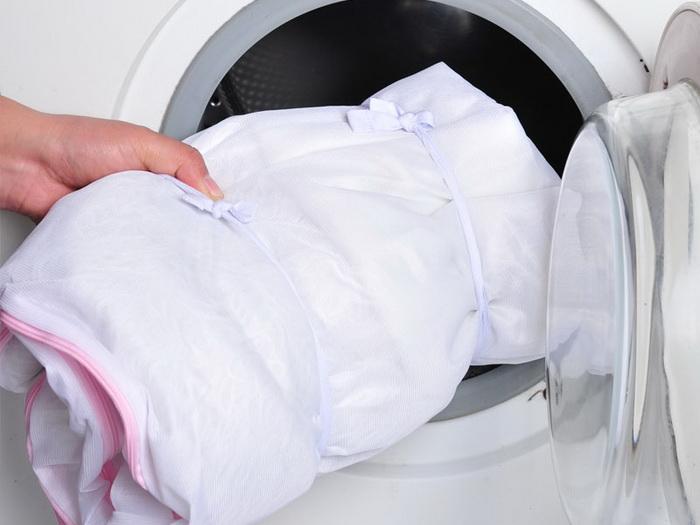 Стирка тюля в специальном мешке в домашних условиях
