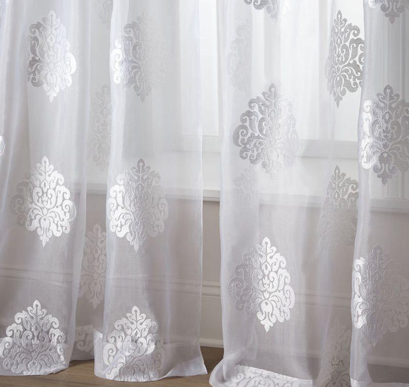 Синтетический тюль ярко-белого цвета с орнаментом