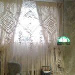 Рассеянный свет из окна с веревочной шторой