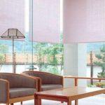 Белые рулонные шторы для панорамных окон