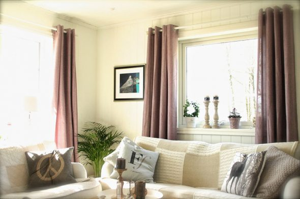 Цвет дивана и штор