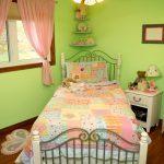 Детская кровать в маленькой комнате